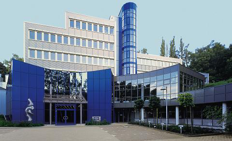 1998: Establishment of Standox GmbH and relocation to the Standox Center.