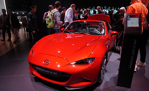 Mazda MX 5RF with retractable hardtop. Refined red tones experienced a renaissance at the IAA.