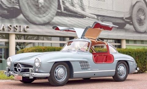 Mercedes 300 SL vor dem Classic Center in Fellbach